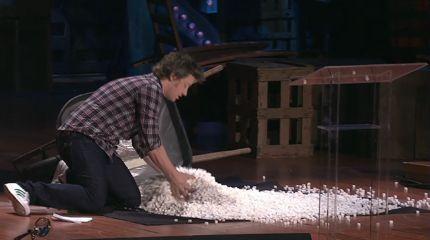 Jamie Oliver zeigt plastisch wieviel Zucker Kinder zu sich nehmen